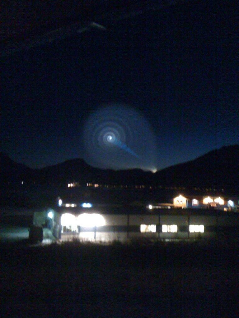 MMS fra: 95847155 med teksten: Hva er dette slags lysfenomen?                 Bilde tatt fra storsteinnes.                                  Innsendt av                 Stian michalski                 Storsteinnes                   (Foto: )