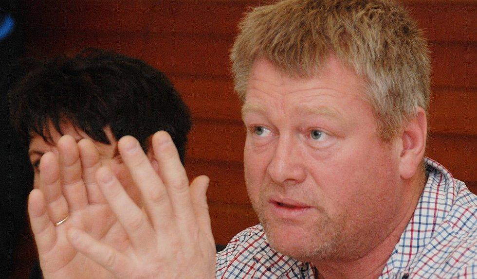 Kjell Mac Donald (H) hadde problemer med å forstå at festivalens ledelse kunne bevilge seg selv en lønnsøkning på henholdsvis 10 og 9 %.