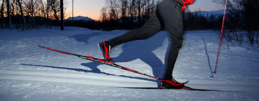 JOBB MED TYNGDEPUNKTET: For å få en rolig og avslappet skiteknikk er det viktig å forflytte tyngepunktet fra fot til fot for hvert eneste tak.