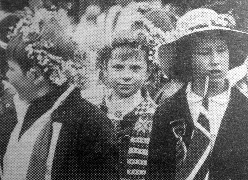 Barn og blomster. Fra Barnetoget i 1983. (Foto: BA)