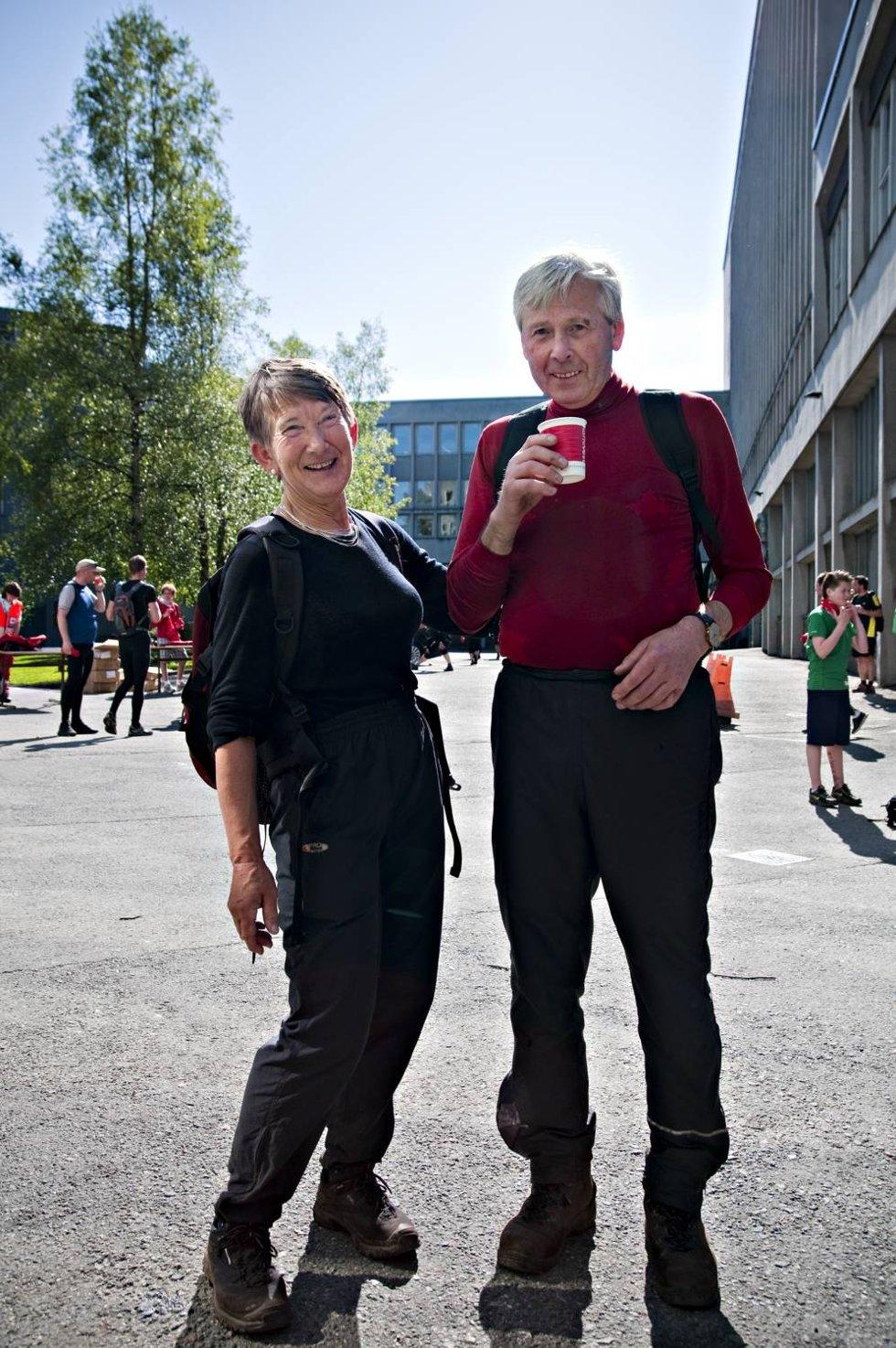 VETERANER: Kirsten Svanøe Søgnen og Arvid Bjørsvik gikk 7-fjellsturen for henholdsvis 35. gang og 49. gang. (Foto: SINDRE RAKNES)