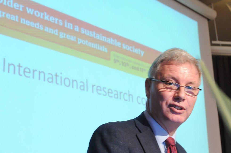 Statssekretær Jan-Erik Støstad holdt innlegg på konferansen.