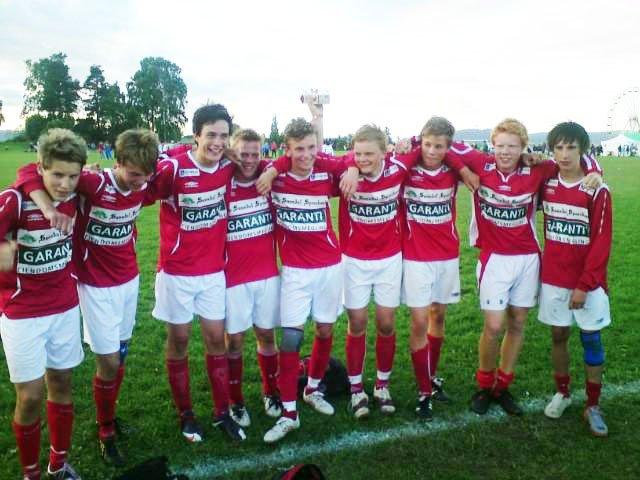 Glede: Sunndals guttelag gledet seg over seier 3-0 og avansement til 8-delsfinalen.
