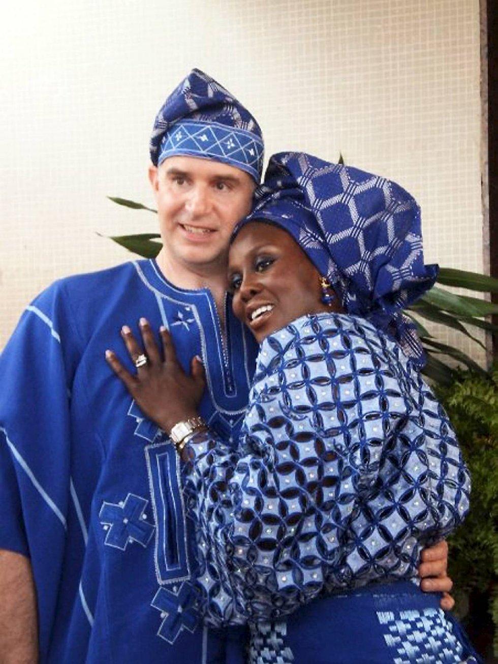 Fumi og Ole hadde tradisjonelt bryllup i Nigeria. - Det var utrolig spesielt, sier Ole.  (Foto: PRIVAT)