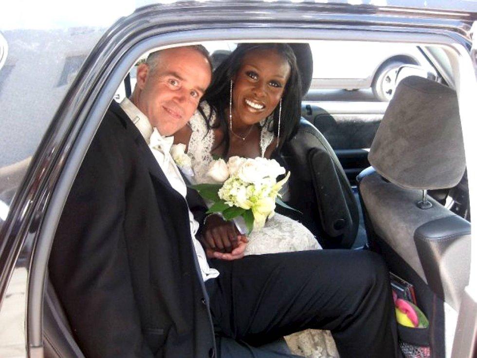 Fumi og Ole giftet seg hele tre ganger. Første gangen hos byfogden i Los Angeles.  (Foto: PRIVAT)
