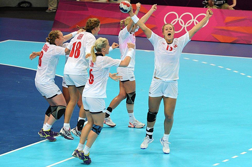Kampen er slutt og Marit Malm Frafjrod og de andre jentene kan juble over finaleplass i OL.