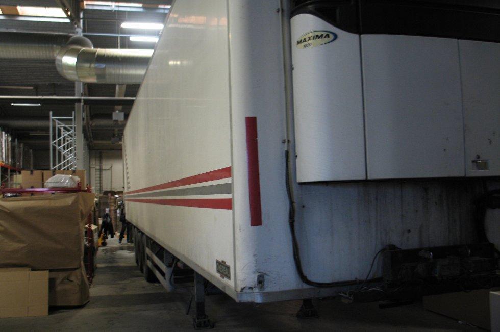 GJEMTE SEG HER: Det var i denne trailerhengeren Tollvesenet fant det enorme hasj-partiet. FOTO: TOLLVESENET