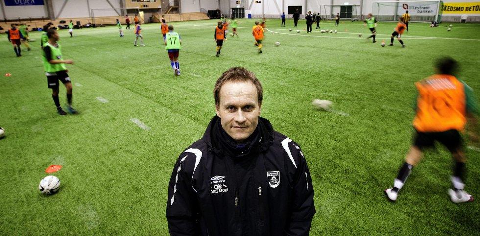 SINT: Spillerutvikler Geir Frigård i Akershus fotballkrets er forbannet på Vålerenga etter at tre 10-åringer har gått fra Hvam IL til Osloklubben. Langt over grensen, sier han. Frigård mener Vålerenga selv burde sagt nei til spillerne. FOTO: ROAR GRØNSTAD
