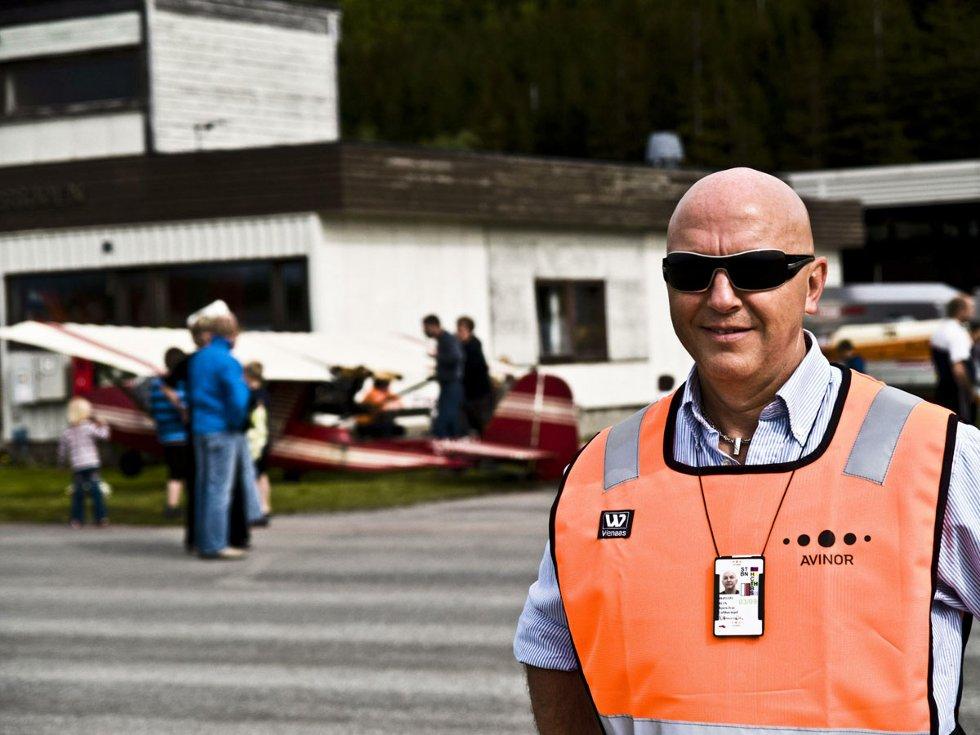 Lufthavnsjef Bjørn-Ivar Blix var fornøyd med oppmøtet på Stokkas 40-årsjubileum. 40-årsmarkeringen ble gjort 31. mai 2008 - en måned før 40årsjubileet, som var 30. juni 2008. Foto: Simon Aldra (Foto: )