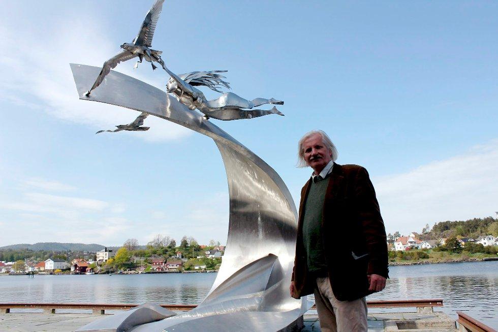 Jørleif Uthaugs sønn, Geir Uthaug, er i gang med å dokumentere farens kunstnerliv. Både på film, og i kunstnerbiografien  «På vei mot form», som kommer ut senere i år. Et helt kapittel i boken er viet til Bølgen i Porsgrunn.