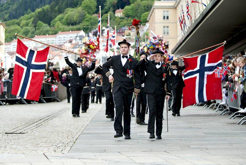 Sjef Jørgen Fie Padøy Mathiesen og adjutant Johan Magnus i Skansens Bataljon.                            (Foto: Skjalg Ekeland)
