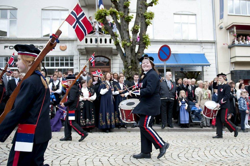 Lungegaardens Buekorps kan både tromme og marsjere. (Foto: Skjalg Ekeland)