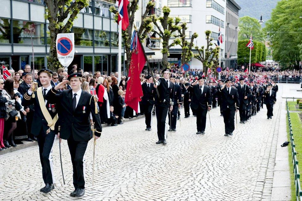 Nordnæs Bataillon hilser. (Foto: Skjalg Ekeland)