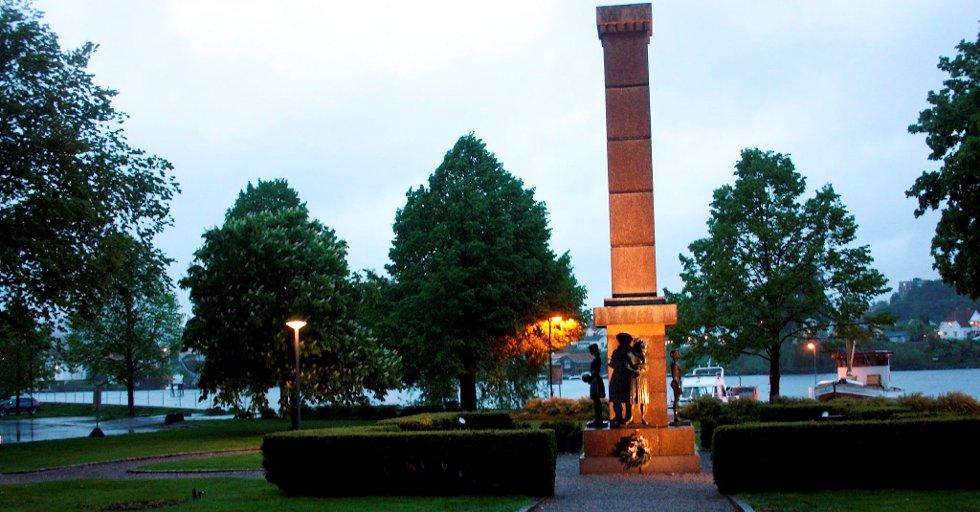 Minneparken i Porsgrunn har fått en ny og mer moderne belysning.
