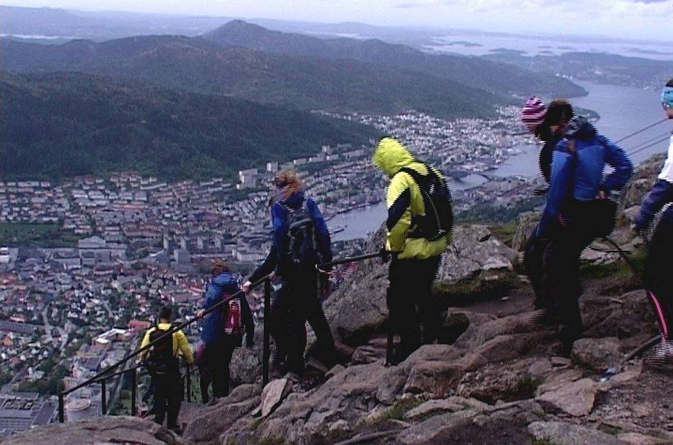 Kø under 7-fjellsturen (29.05.2011) (Foto: Ida L. Alvsen)