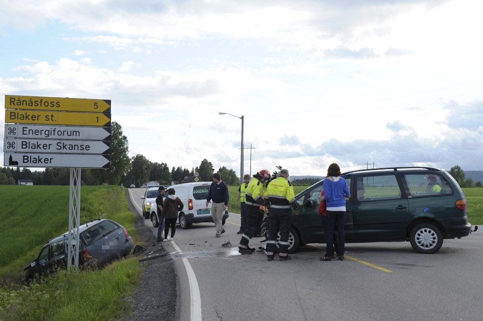 TRE SKADET: To biler var involvert i en trafikkulykke på rv 171 på Blaker 23. juni i fjor. Tre personer ble skadet.