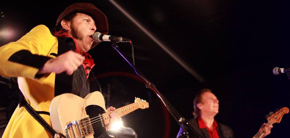 Vidar Busk & His True Believers var et av mange band som spilte på Sementbluesen i Kjøpsvik i helga.