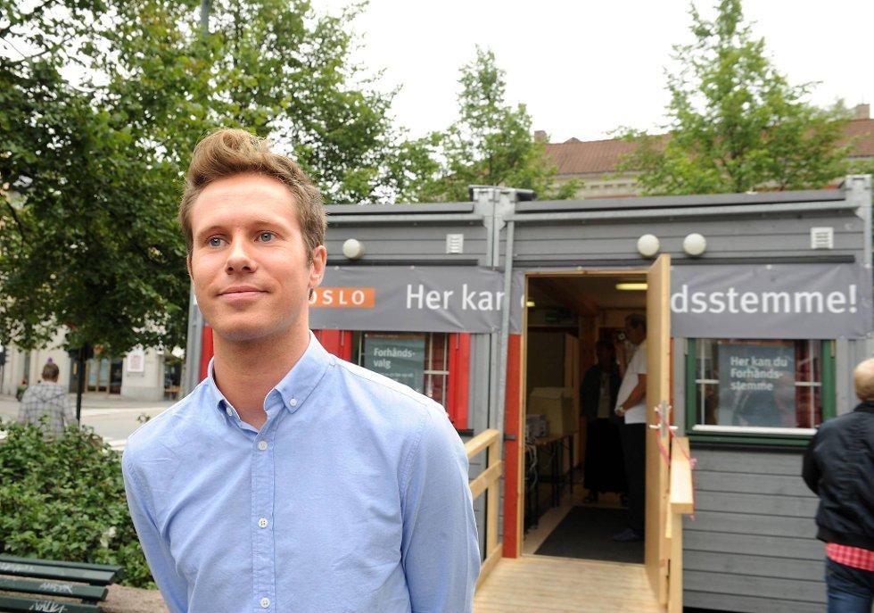 AUF-leder Eskil Pedersen avga tirsdag sin forhåndsstemme på Grønland i Oslo.
