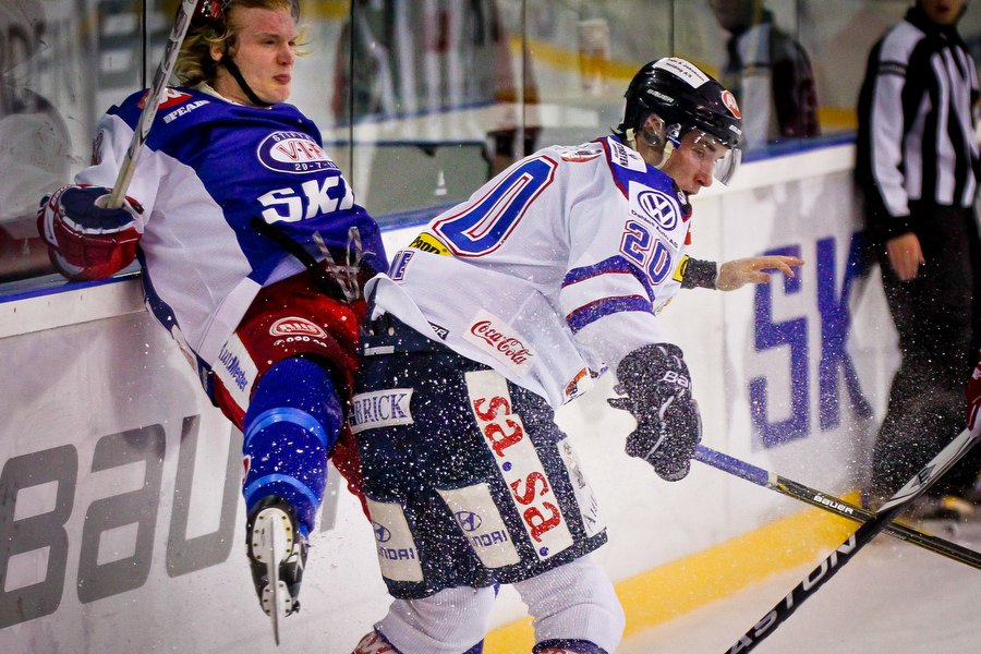 GET ligaen , Ishockey , 17.09.2010 , Jordal Amfi , Vålerenga v Sparta , Andreas Stene takler Logan Stephenson , Foto: Thomas Andersen (Foto: Thomas Andersen)