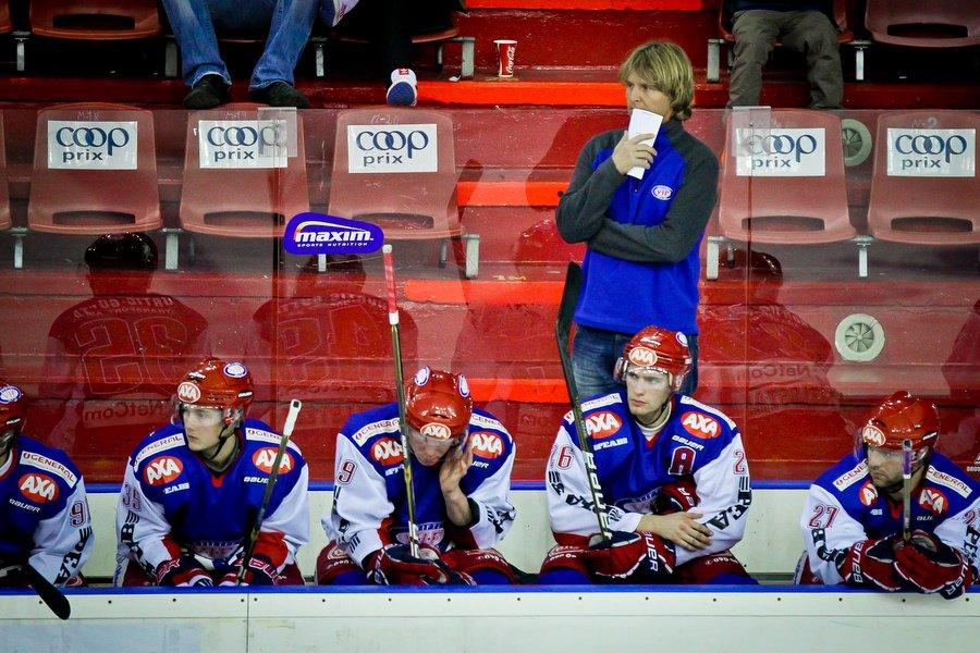 GET ligaen , Ishockey , 17.09.2010 , Jordal Amfi , Vålerenga v Sparta , Espen Shampoo Knutsen er bekymmret på stillingen 1-4 , Foto: Thomas Andersen (Foto: Thomas Andersen)
