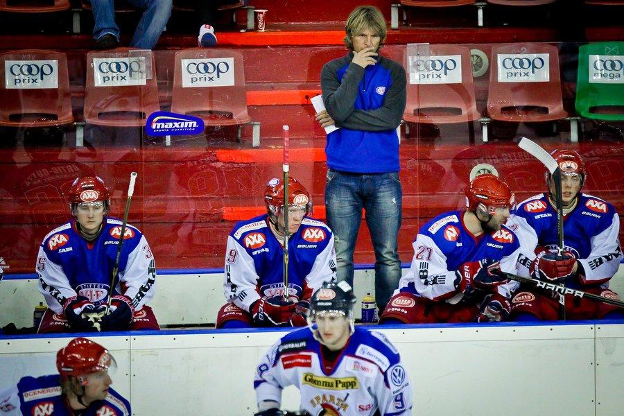 GET ligaen , Ishockey , 17.09.2010 , Jordal Amfi , Vålerenga v Sparta , En bekymmret Espen Shampoo Knutsen , Foto: Thomas Andersen (Foto: Thomas Andersen)