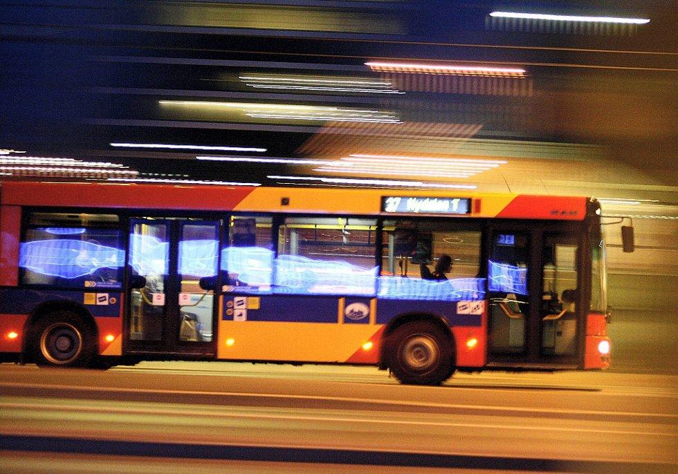 Politiet i Oslo har pågrepet tre nye personer i korrupsjonssaken i Unibuss, blant dem det kommunale selskapets administrerende direktør.