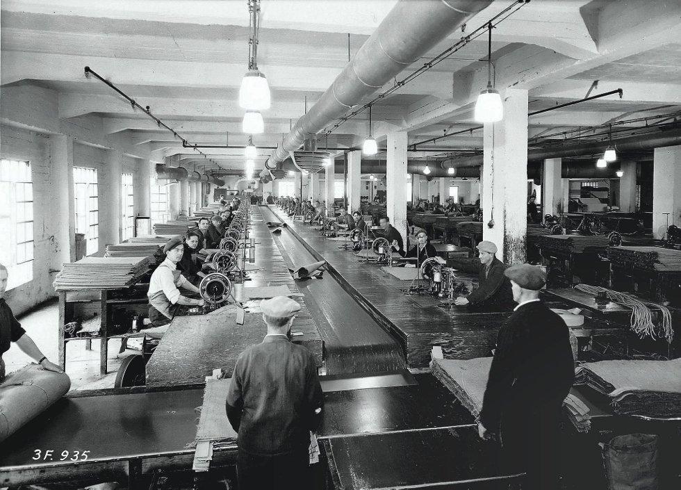 Arbeiderne på Notodden tjente godt på å sy strisekker til Hydros kunstgjødselsproduksjon. Kvinnene som kapret en slik arbeider, hadde skutt gullfuglen
