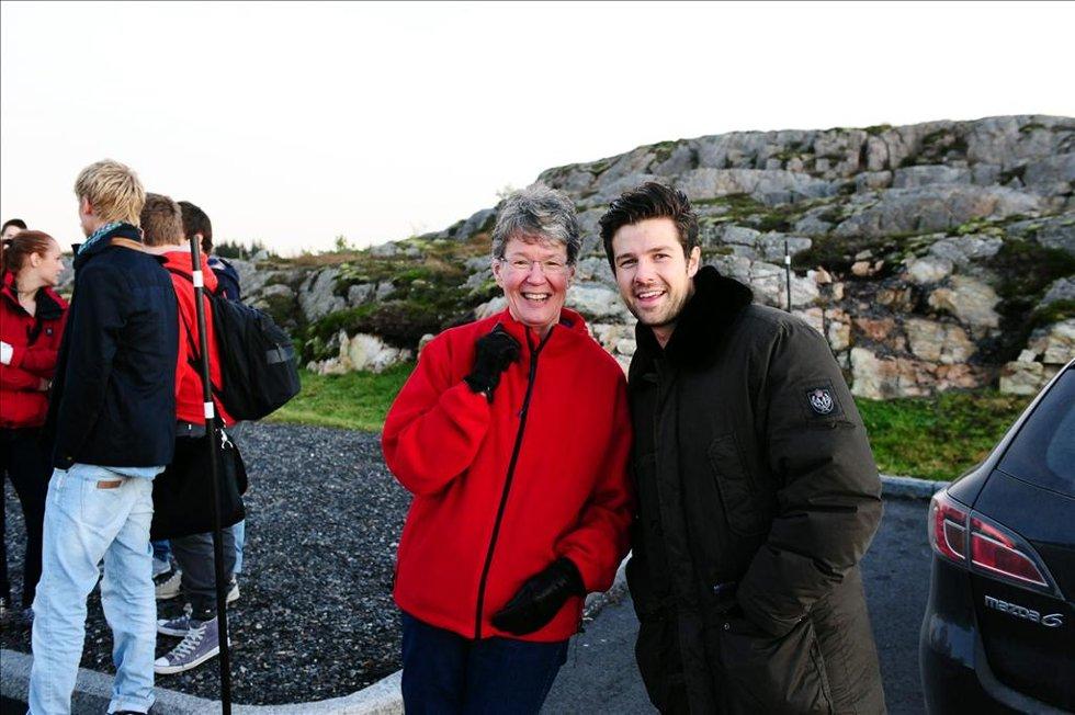 Else Marie Bae fikk møte Didrik Solli-Tangen, som sang under arrangementet. (Foto: )