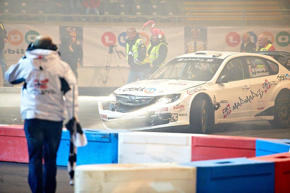 Det ble også små crash, her var M. Østberg og J. Andersson litt uheldig i Subaru. (Foto: )