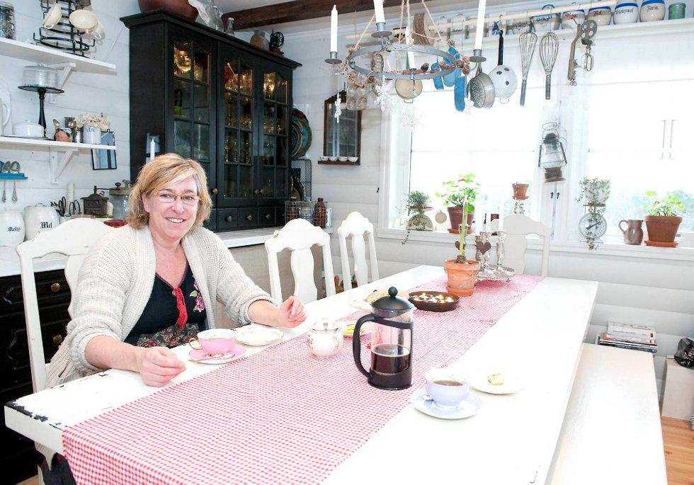 Jeg har brent for gamle ting hele livet. Jeg liker å samle og lete etter gjenstander, sier Kerstin D. Røskeland.