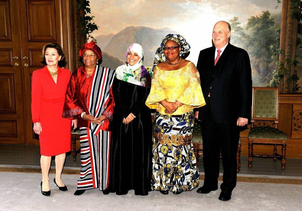 Fredsprisvinnerne Ellen Johnson-Sirleaf, Leymah Gbowee og Tawakul Karman var på audiens hos Kong Harald og Dronning Sonja i forkant av fredsprisutdelingen. (Foto: Terje Pedersen, ANB)