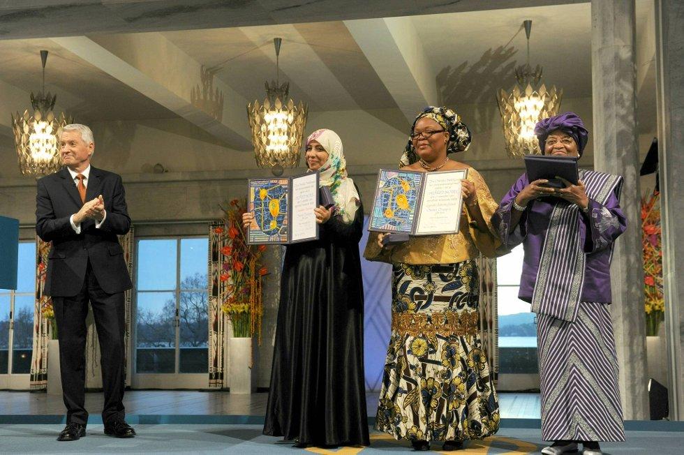 Torbjørn Jagland delte ut Nobels Fredspris til Tawakul Karman, Leymah Gbowee og Ellen Johnson-Sirleaf. (Foto: Terje Pedersen, ANB)