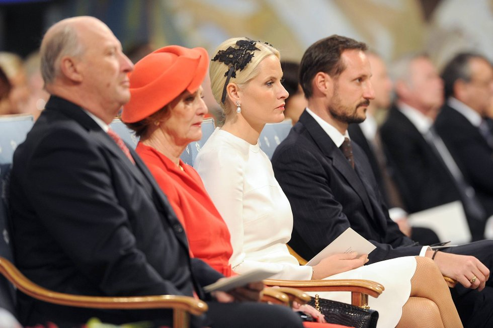 Kong Harald, Dronning Sonja, Kronprinsesse Mette-Marit og kronprins Haakon i Oslo Rådhus.  (Foto: Terje Pedersen, ANB)