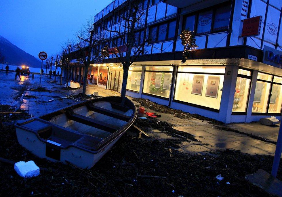 Dagmar rammet hardt. Her fra Nordfjordeid.  (Foto: Anita M. Ingebrigtsen, Firdapsoten/ANB)