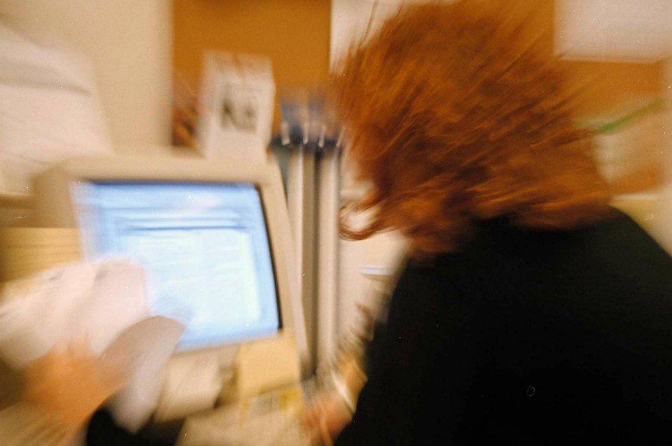 Selv om én av tre nordmenn sier at de opplever stress på jobben, er nordmenn blant dem som opplever minst jobbstress..