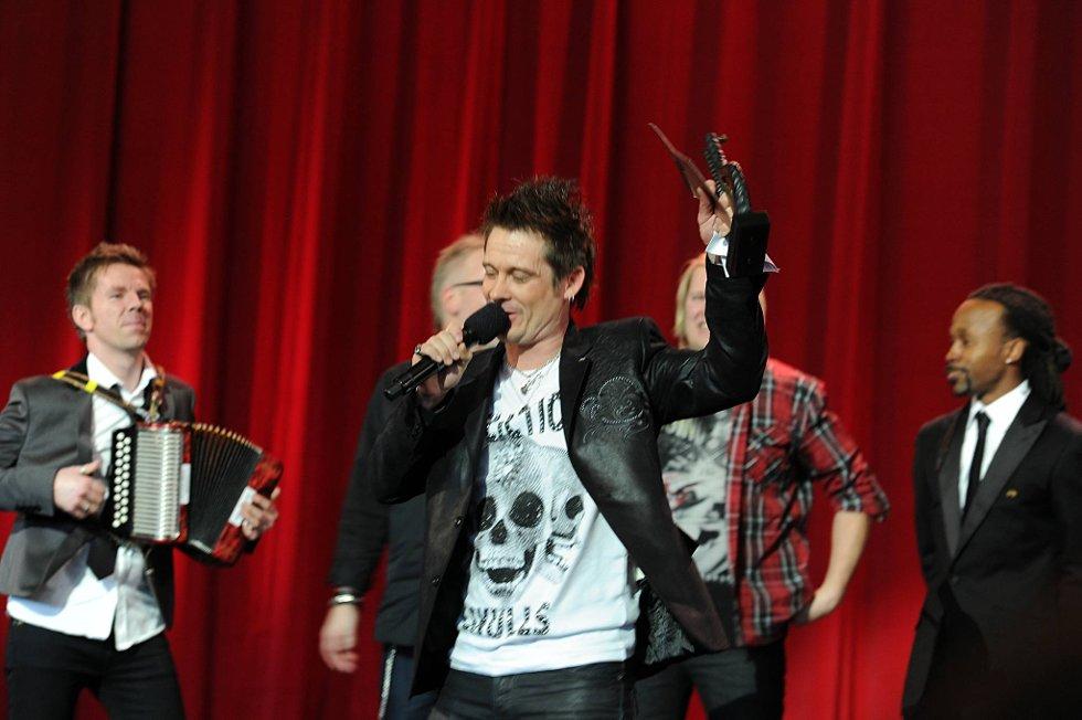 Plumbo med vokalist Lars Erik Blokkhus med Tshawe i bakgrunnen.