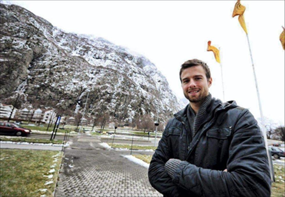 Øyvind Hoås er på juleferie hjemme i Sunndal. Han er smigret over interessen fra Molde, men ser det ikke på som noen nedtur å bli værende i Sarpsborg ut kontraktstiden.