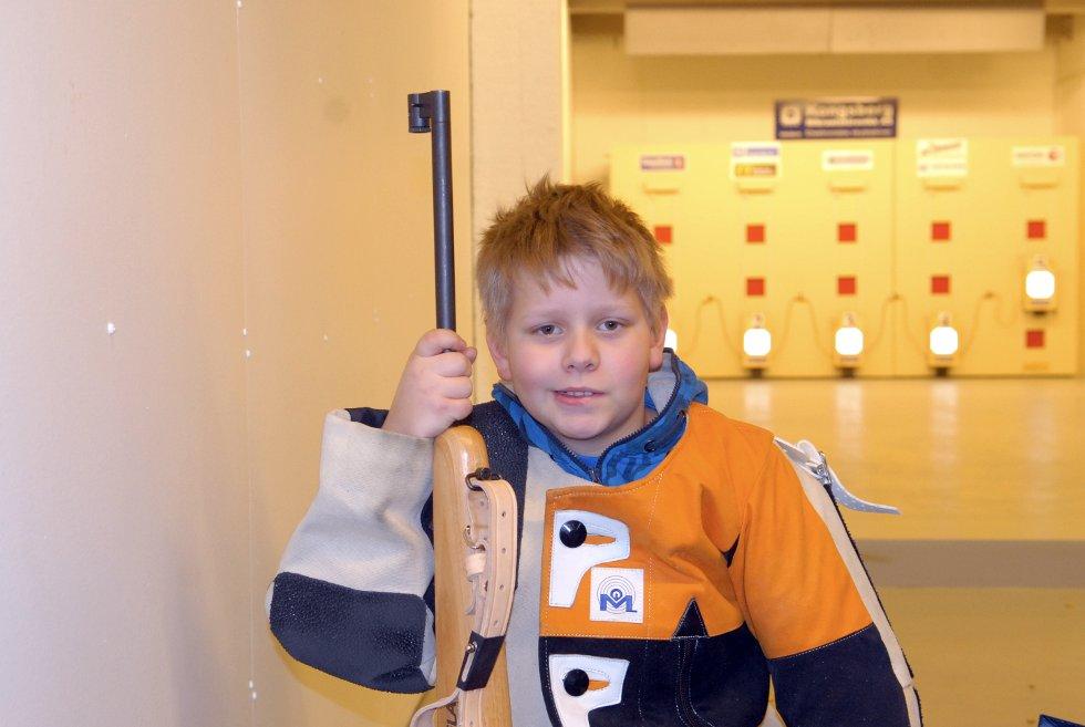Nikolai Larsen (10) fra Bø på miniatyrbanen i Hadselhallen.