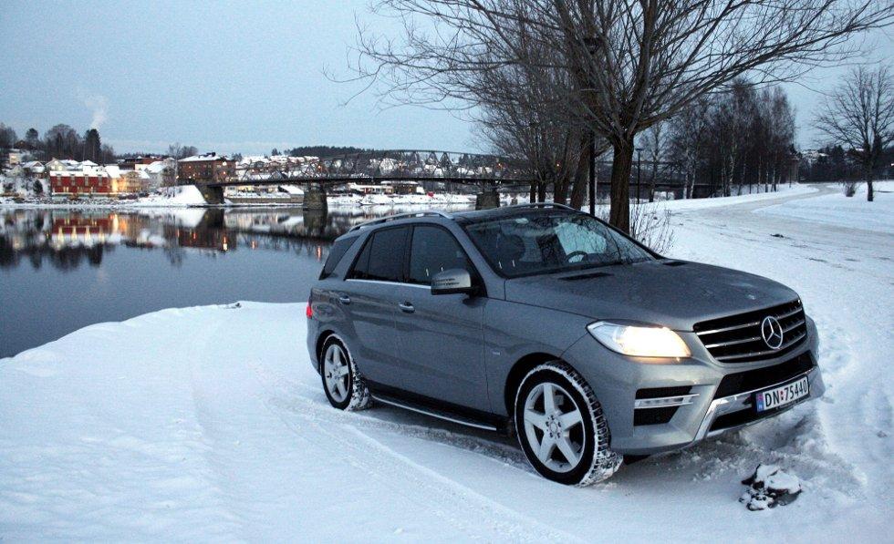 SUV-EREN: Nye Mercedes-Benz ML 250 CDI imponerer av flere grunner. Framkommeligheten er bra og kvalitetsfølelsen er i beste Mercedes-klasse. Dieselforbruket, ned mot 0,6 liter på mila, bidrar også positivt - selv om det kanskje ikke har all verden å si om man kjøper bil til en million. Alle foto: Brede Høgseth Wardrum