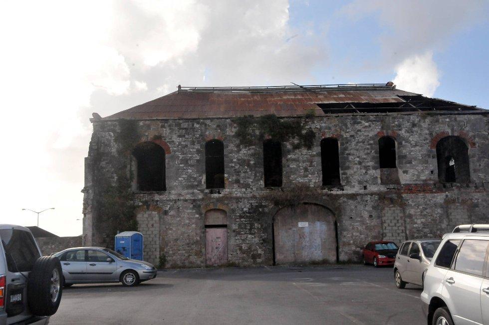 Bridgetown har en stor blanding av gamle forfalne og nyrestaurerte bygninger. Her av den siste sorten, som også har sin sjarm.  (Foto: Terje Alstad, ANB)