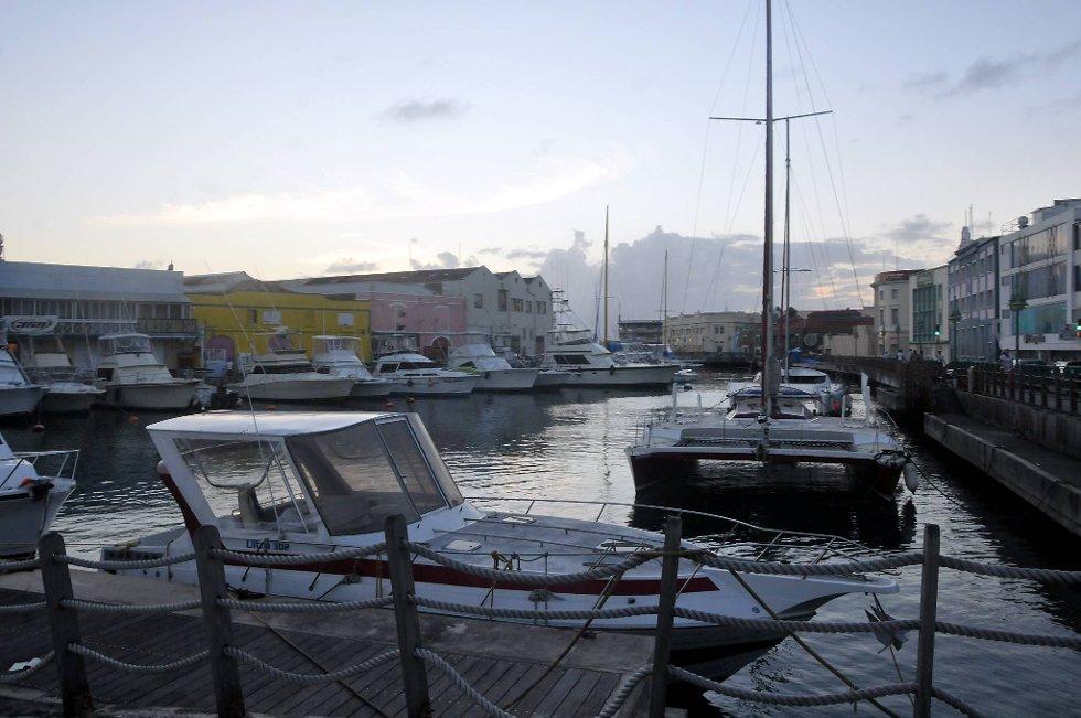 Havna i Bridgetown sett fra Chamberlain bru.  (Foto: Terje Alstad, ANB)