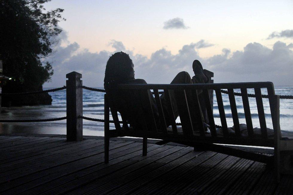 En lokal rastafari hviler ut etter en lang dag.  (Foto: Terje Alstad, ANB)