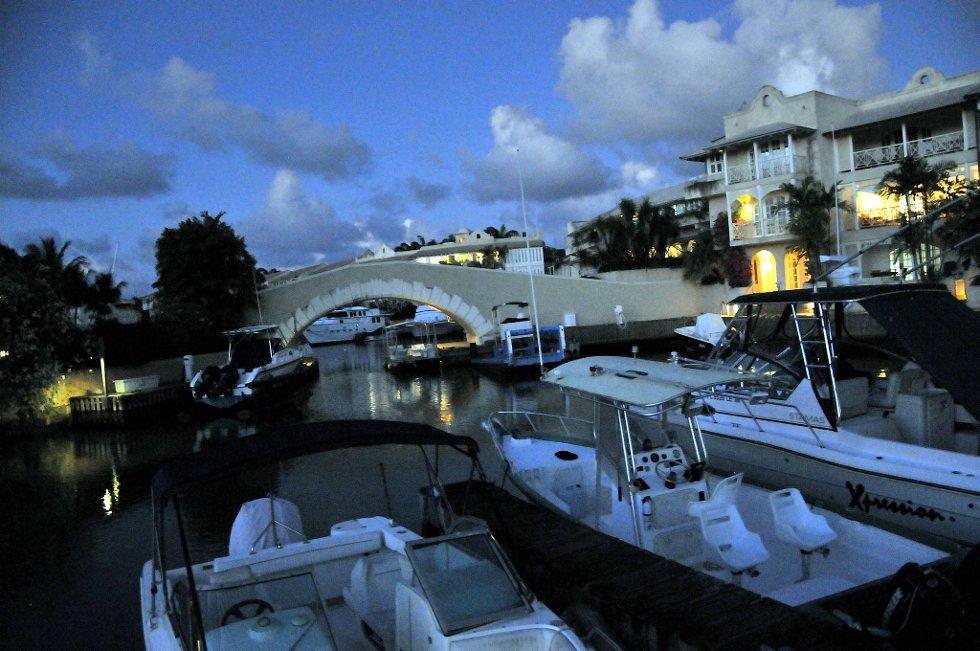Port St. Charles er en av de mest eksklusive og dyre områdene på øya. Her bor det rike turister fra hele verden på hel- og halvårsbasis.  (Foto: Terje Alstad, ANB)