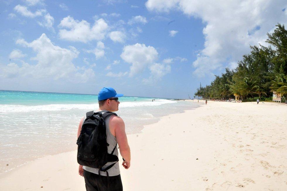 Strendene på øya står ikke tilbake for strendene ellers i Karibia. Hvite og flotte. Badetemperaturen er også høyst godkjent.  (Foto: Terje Alstad, ANB)