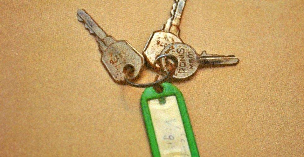 Dette nøkkelknippet fant jenta i sitt eget underliv.