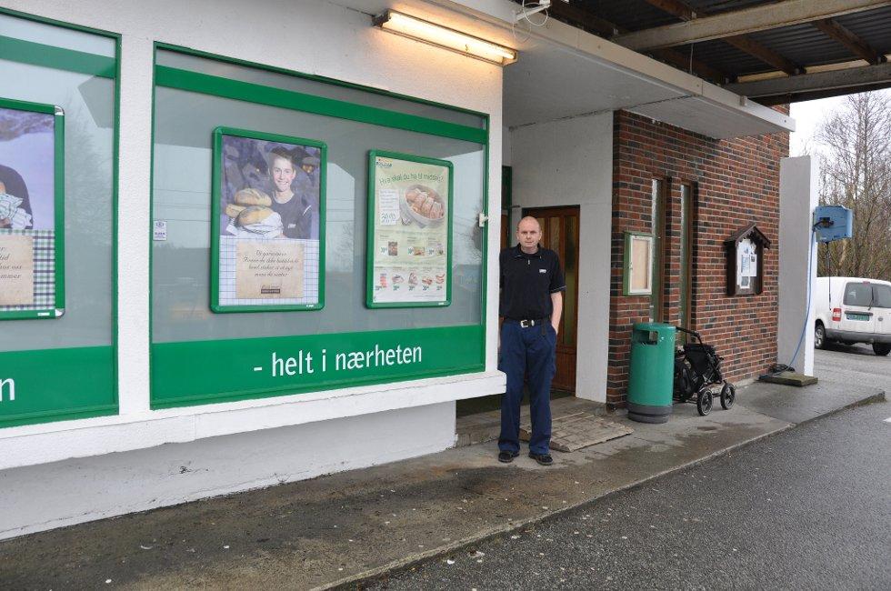 Ove Myklebust fortel at det så langt ikkje har vore interesse for butikken hans, som stenger i slutten av april.