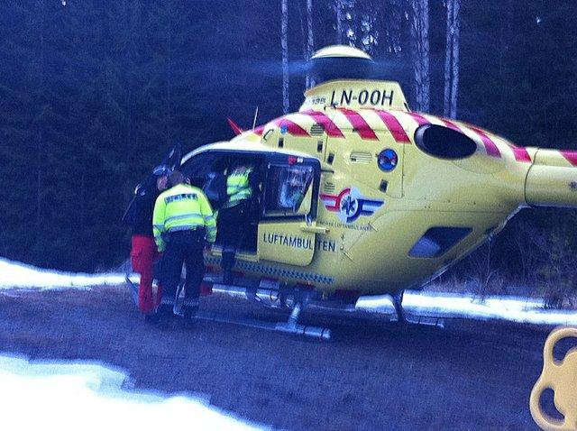 Luftambulansen ble brukt for å fly inn polititjenestemenn til ulykkesstedet.
