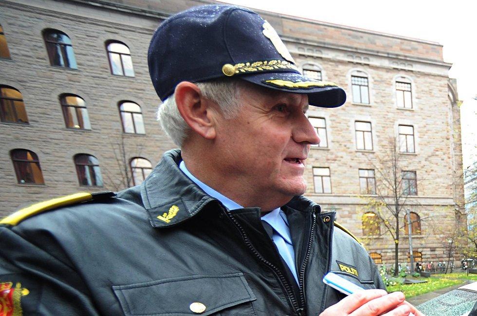 UP-sjef Runar Karlsen (t.v.), justisminister Knut Storberget og samferdelsminister Magnhild Meltveit Kleppa presenterte det nye narkometeret.