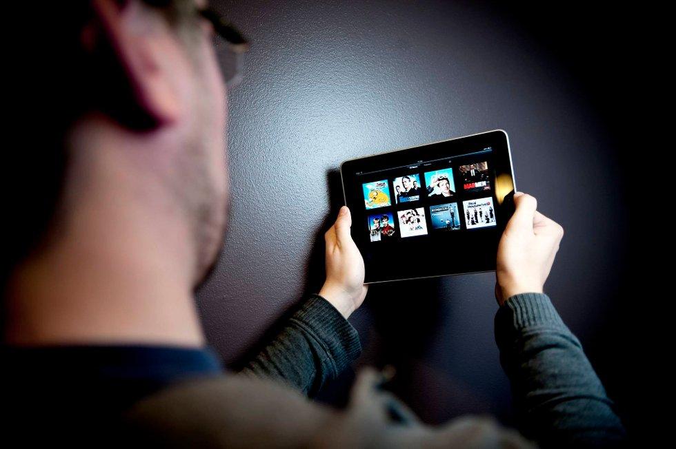Veksten fra smart-mobiler og nett-tavler er hovedårsaken til at nettbruken har eksplodert i norske hjem.