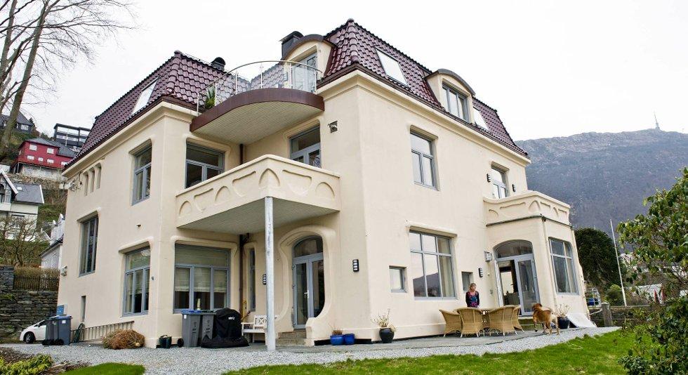 Huset der Kristin Strønen bor er fra 1902 og i jugendstil.